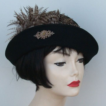 Black Cloche/Varigated Feather