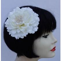 White-Flower-Pin-Clip
